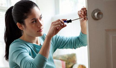 Как починить просевшую дверь своими руками