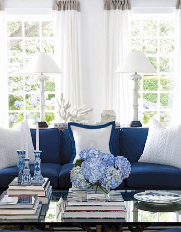Интерьер гостиной синего цвета