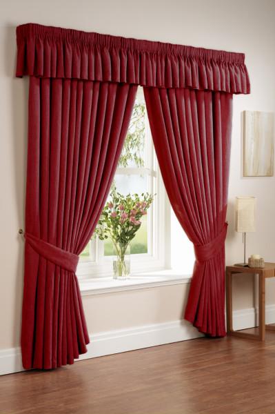 шторы красного цвета