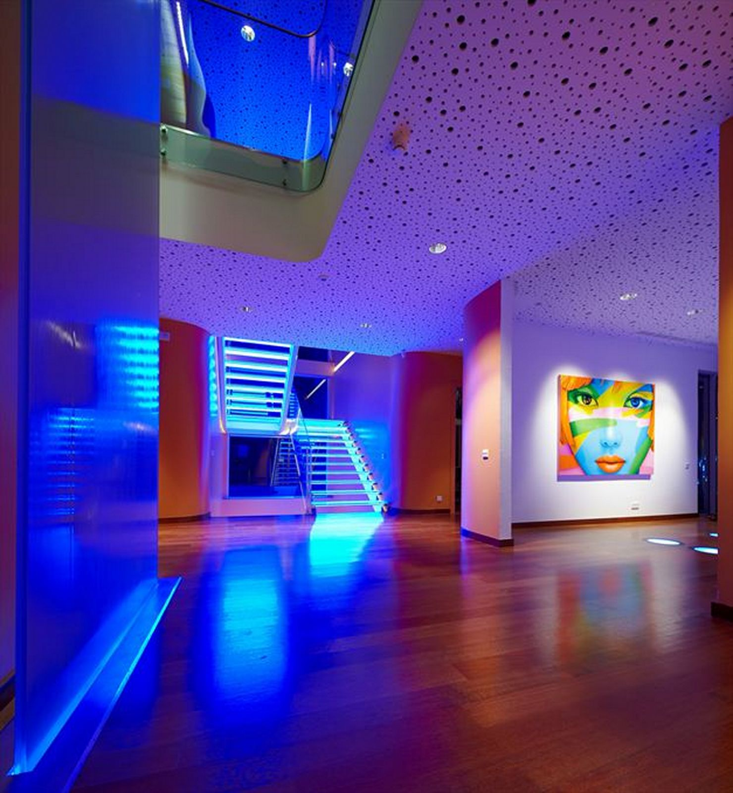 Modern Pop Art Style Apartment: Светодиодная подсветка в интерьере
