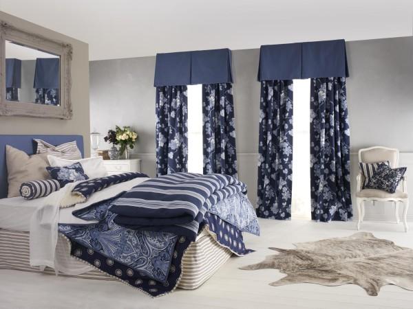 шторы синего цвета в интерьере