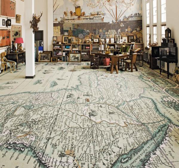 Карта мира на полу