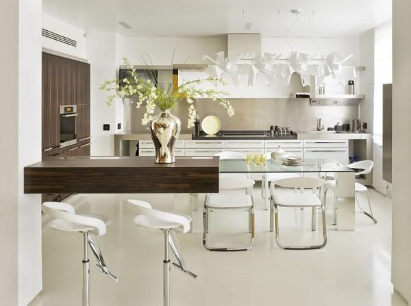 Стеклянные столы в интерьере кухни