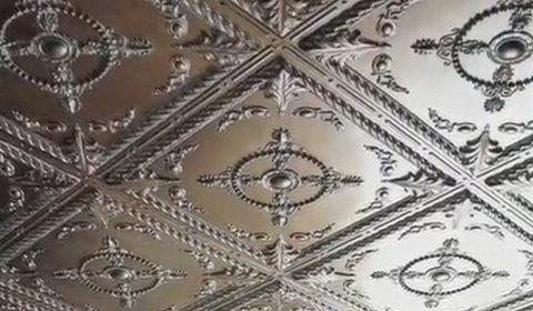 Как клеить плитку на потолок своими руками
