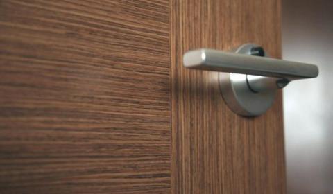 Установка дверных ручек своими руками