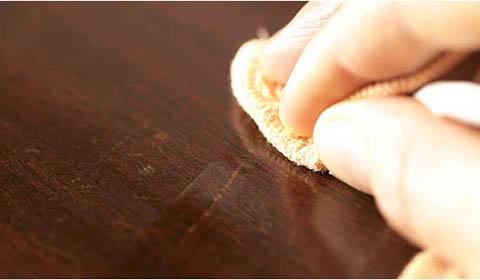 Как убрать царапины на ламинате