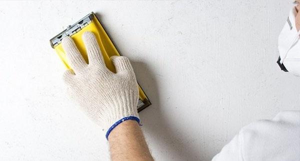 Чем шлифовать стены после шпаклевки