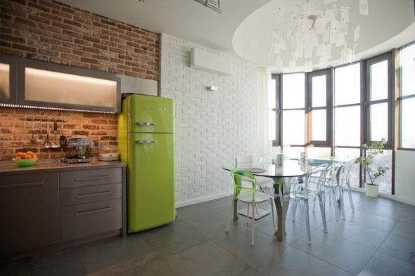 цветные холодильники в интерьере кухни