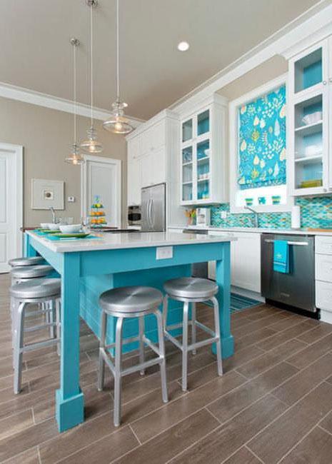голубые акценты в кухне