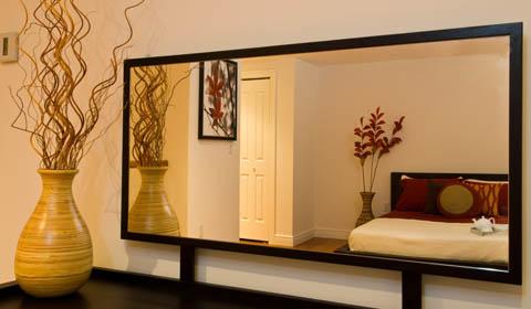 Зеркало в спальне фото