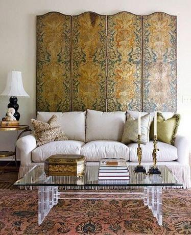 стена над диваном