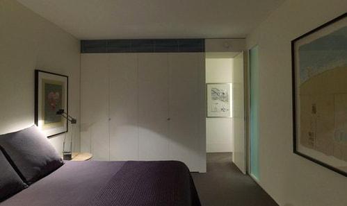 Как расположить шкаф в комнате