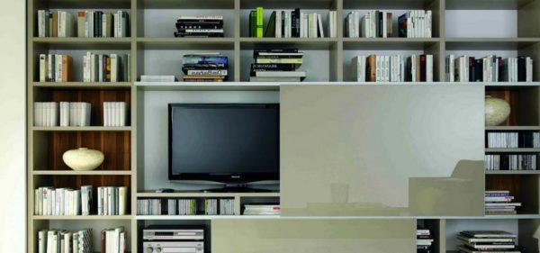 kak-spryatat-televizor-v-interere-min